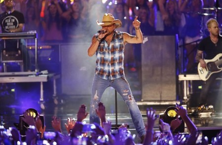 Jason Aldean tops Billboard album chart, holds off Drake